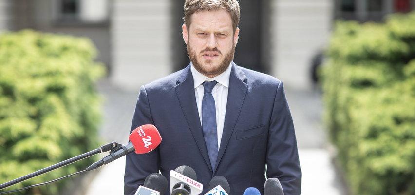 """Minister od afery respiratorowej już z fuchą w kancelarii premiera. Właśnie przeprosił. """"Nie boję się powiedzieć, że popełniłem błąd"""""""
