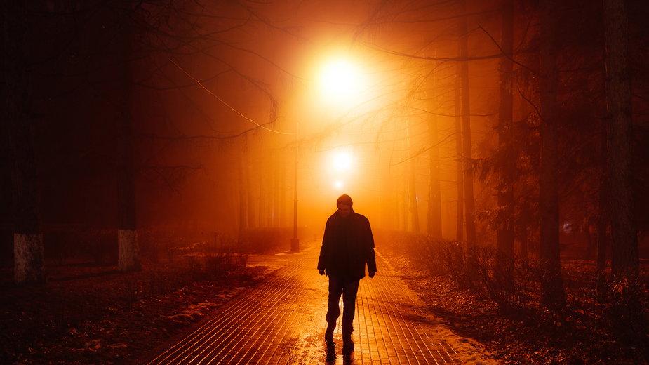 Samotny mężczyzna (Zdjęcie ilustracyjne)