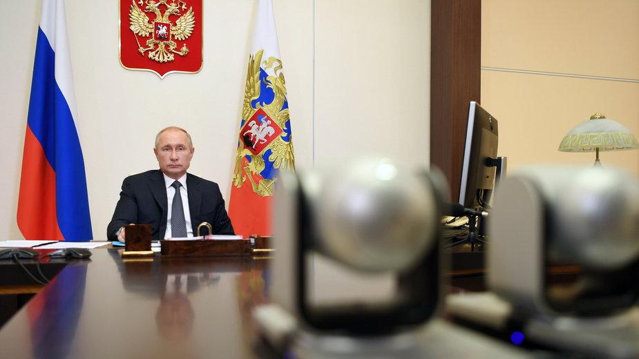"""Prezydent Władimir Putin podczas ogłoszenia """"sukcesu"""" nad opracowaniem szczepionki na COVID-19"""