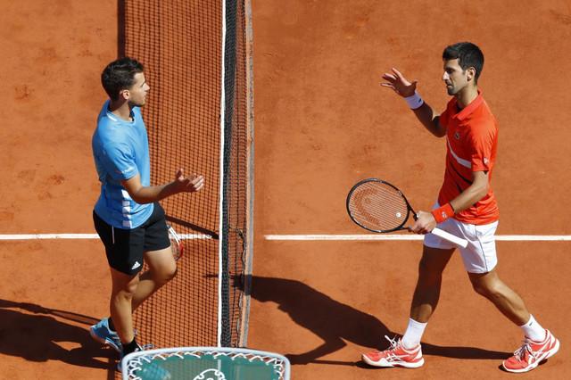 Dominik Tim i Novak Đoković na kraju polufinala Rolan Garosa