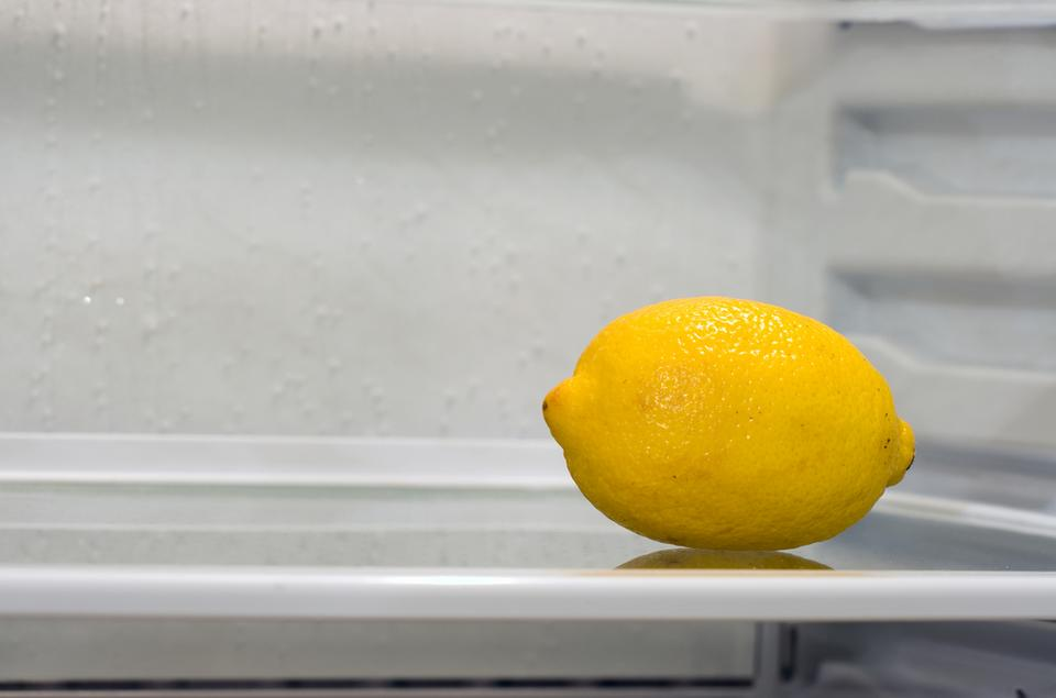 1. Jak usunąć nieprzyjemny zapach z lodówki