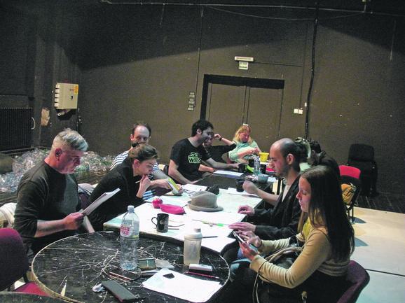 Glumci, reditelj i dramaturg na prvoj probi