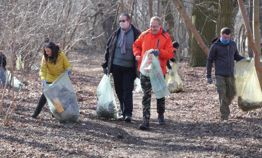Mieszkańcy Złotna w Łodzi zarządzili sprzątanie