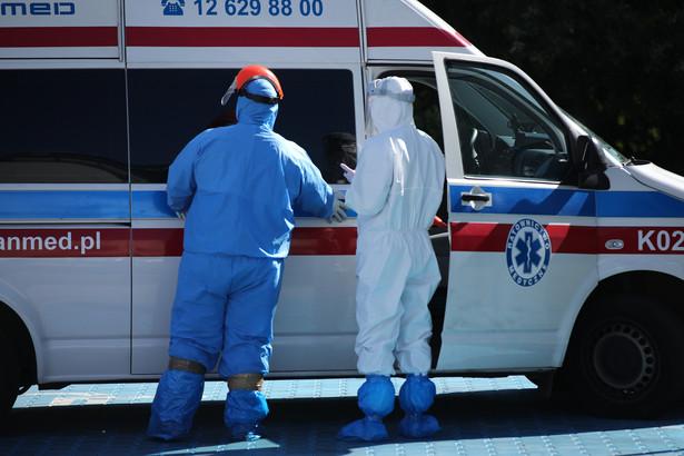 Ministerstwo Zdrowia podało w niedzielę, w ciągu ostatniej doby wykryto 9 410 nowych przypadków zakażenia koronawirusem.
