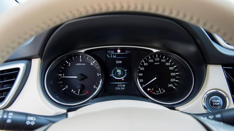 Nissan wprowadza do Polski zupełnie nową, trzecią generację modelu x-trail. Uroda? Styliści zerwali z klockowatą stylistyką poprzednich generacji x-traila. Teraz nowość japońskiej marki jest w kształcie klina - sylwetka stała się bardziej opływowa i na czasie. Zobacz, co i za ile dostaną kierowcy…