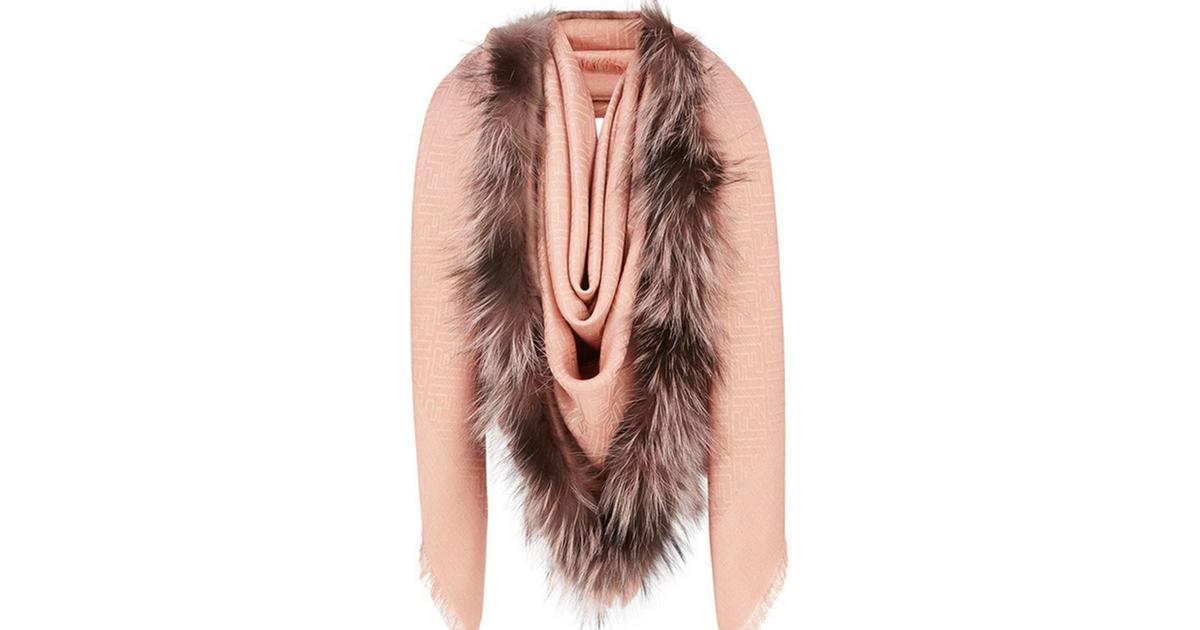 Fendi hat einen Schal im Sortiment, der wie eine Vulva aussieht
