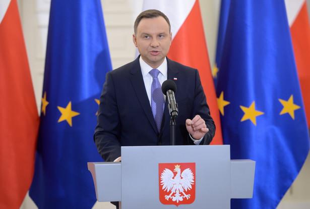 Prezydent Andrzej Duda podczas oświadczenia dla prasy ws. ustawy oświatowej