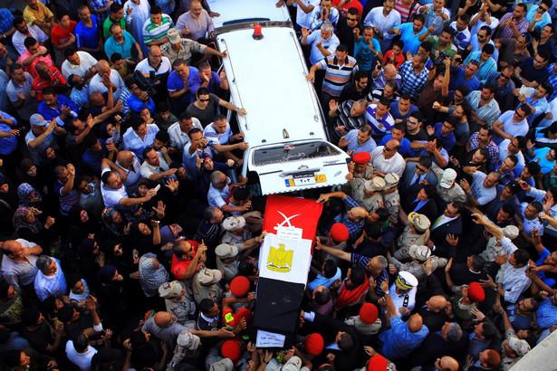 W tym tygodniu w miejscowości Szejk Zuwejd na północy półwyspu oddziały Państwa Islamskiego zaatakowały egipskie oddziały