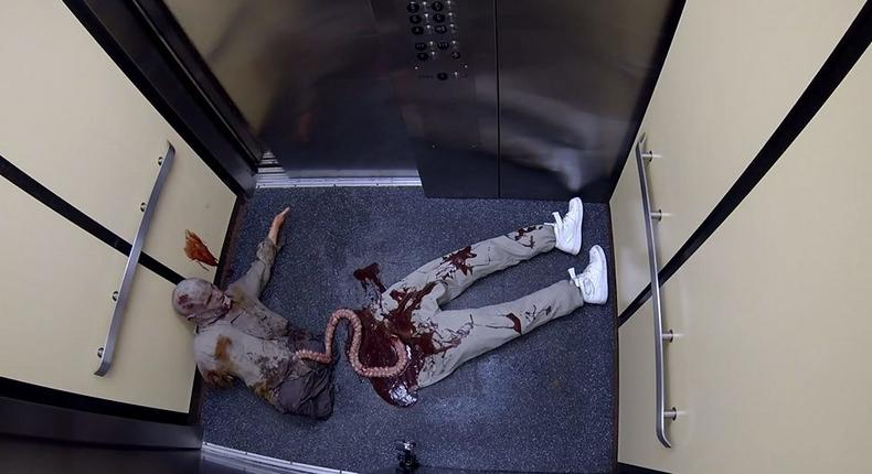 This is probably the most terrifying walking dead prank you would ever see.