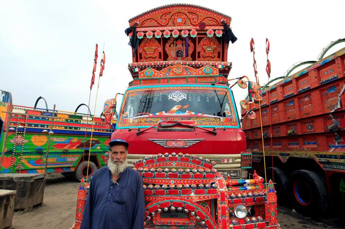 The Wider Image: Keep on trucking: Art on the move in Pakistan