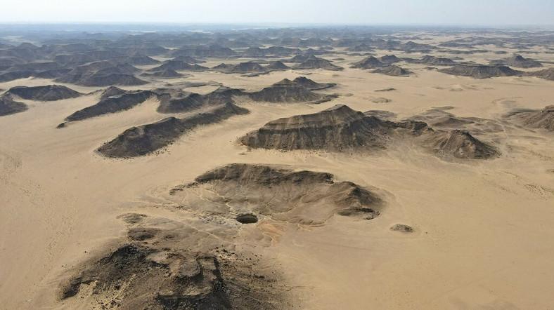 Ei bine, Barhout Hell în Yemen.  O gaură mare în deșert
