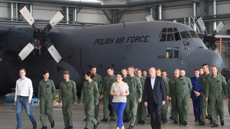 Premier Ewa Kopacz w bazie wojskowej