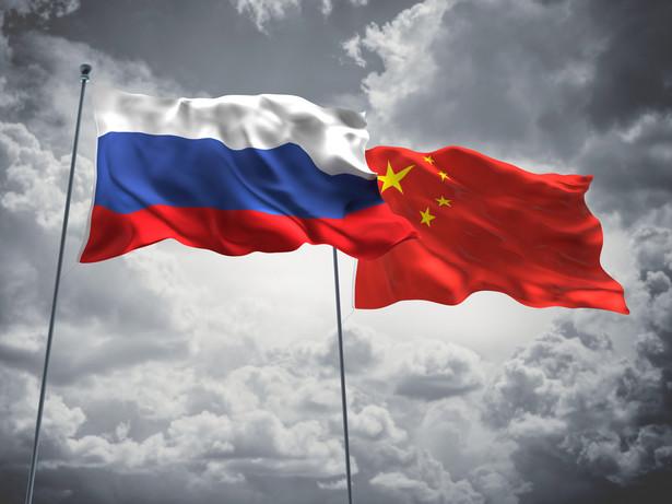 Flagi Rosji i Chin