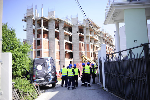 Radnici zaduženi za rušenje