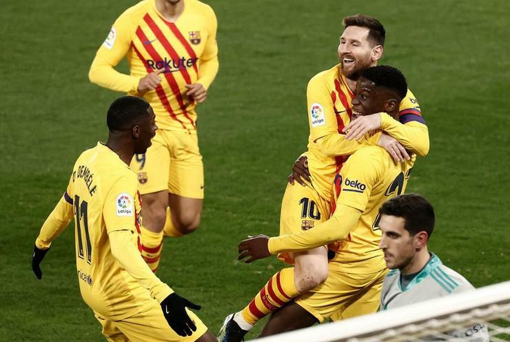 Lionel Mesi slavi sa saigračima protiv Osasune