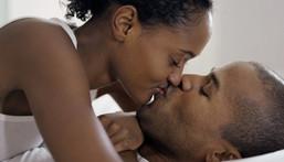 ___8307055___2018___4___26___13___black_couple_kiss_1