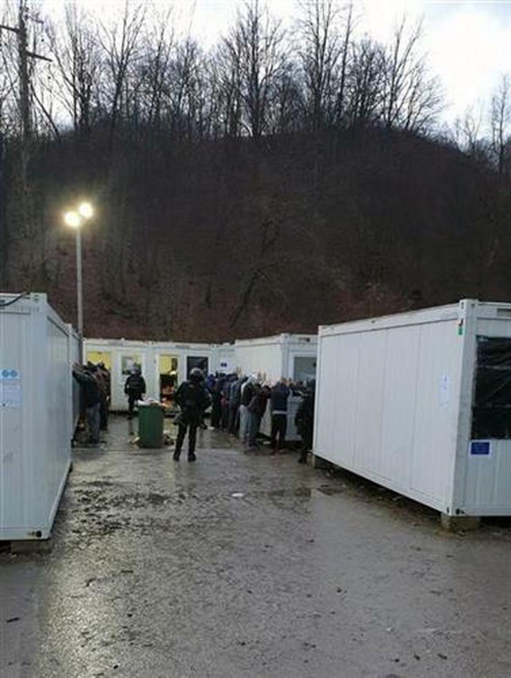 Migrantski kamp - Blažuj - pretres