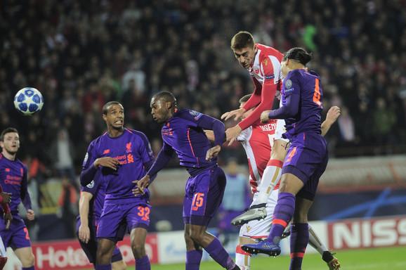 Milan Pavkov daje gol glavom za 1:0 protiv Liverpula