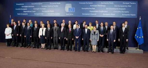 Uczestnicy szczytu w Brukseli. Fot. EPA/JERRY LAMPEN