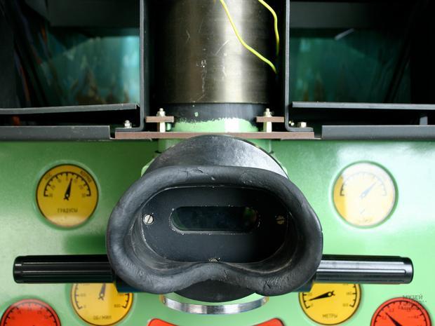 Ten właśnie wizjer stanowił najważniejszą część automatu, w niego wpatrywali się gracze wyobrażając sobie, że polują na wrogie statki na morzach i oceanach.