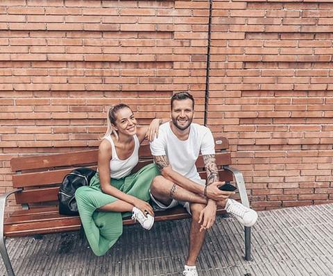 PRVA FOTOGRAFIJA IZ PORODILIŠTA: Srpski pevač i lepotica dobili ćerku, a ovaj prizor će oduševiti sve!