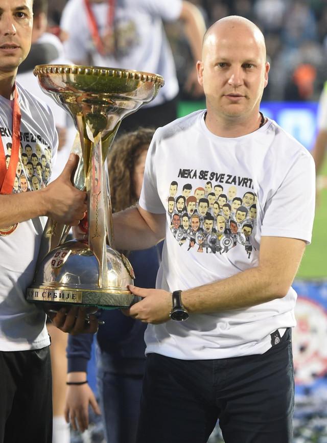 Marko Nikolić sa peharom Kupa Srbije