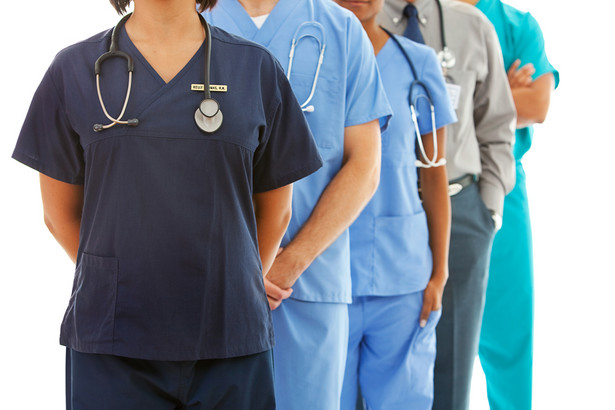 Resort zdrowia opowiada się za bezpłatnymi studiami medycznymi.