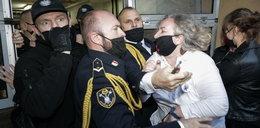 Awantura przed wejściem do Sejmu. Liderka strajku starła się z mundurowymi