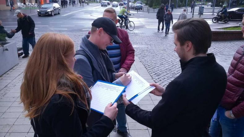 Nowoczesna zbierała podpisy pod petycją na ulicy Półwiejskiej