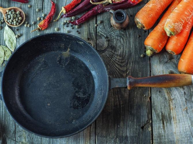 Šta NIKADA ne smete da kuvate u gvozdenom tiganju