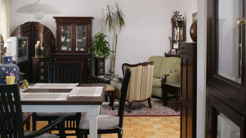 Odważnie urządzona otwarta kuchnia. Łączy styl indyjski z angielskim retro. Zobaczcie efekt!