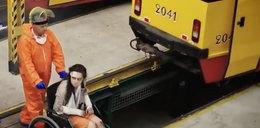 Testy na ludziach w warszawskich tramwajach. Mamy nagranie