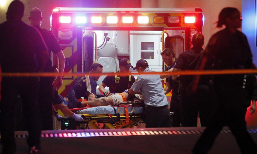 Snajperzy w USA strzelają do Policjantów