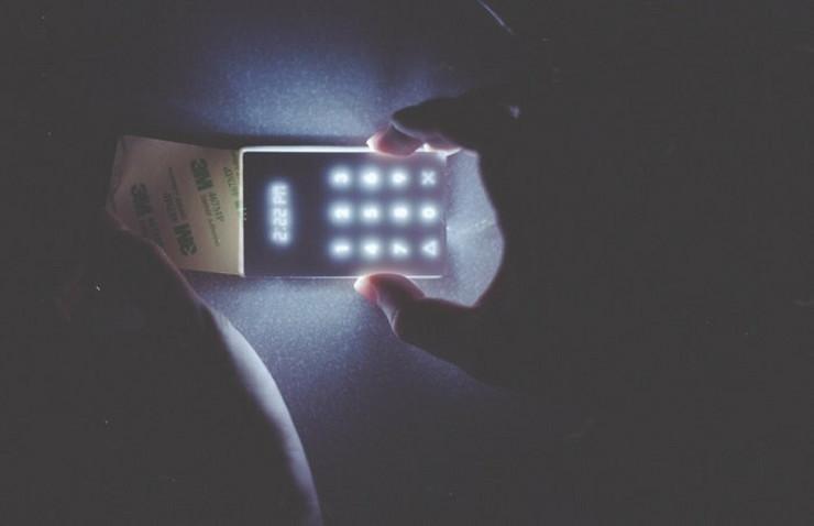 614863_kickstarter-the-light-phone-3