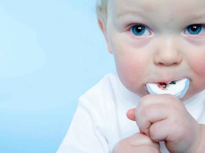 Skoro SVAKO DRUGO DETE u Srbiji dobije slatkiš pre prvog rođendana! Evo šta na to kaže pedijatar