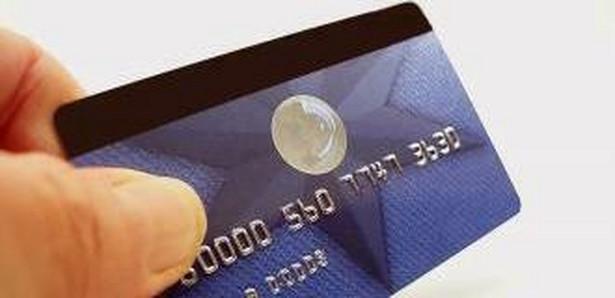 Możliwość delegowania przez posiadaczy kart płatniczych ich uprawnień na rzecz innych osób poszerza liczbę osób uprawnionych do uczestnictwa w obrocie bezgotówkowym.