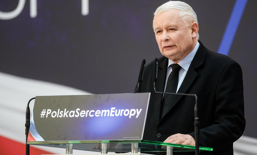 """Rząd wyda miliony na reklamę """"piątki Kaczyńskiego"""""""