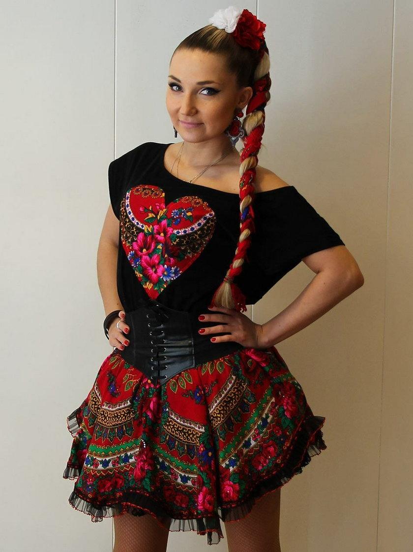 Cleo w stroju Słowianki