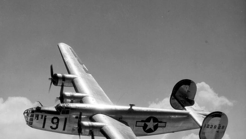 Amerykanie posiadali prawie 1700 egzemplarzy bombowców. Kilkoma maszynami dysponowała polska eskadra wykorzystując je do zrzutów dla Warszawy