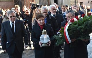 Szydło o zamachach w Paryżu: Musimy być solidarni z narodem francuskim