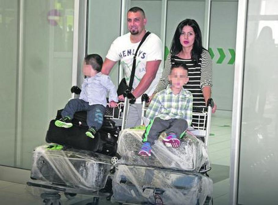 Tanja Savić sa porodicom