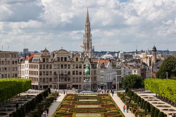 Belgijska stolica stała się siedzibą unijnych instytucji przez przypadek. Pierwsze rozmowy o wyborze lokalizacji zaczęły się w 1957 r., po podpisaniu traktatów rzymskich (wtedy brano pod uwagę tylko miasta znajdujące się w państwach-sygnatariuszach, czyli Niemcy, Włochy, Francję i kraje Beneluksu).