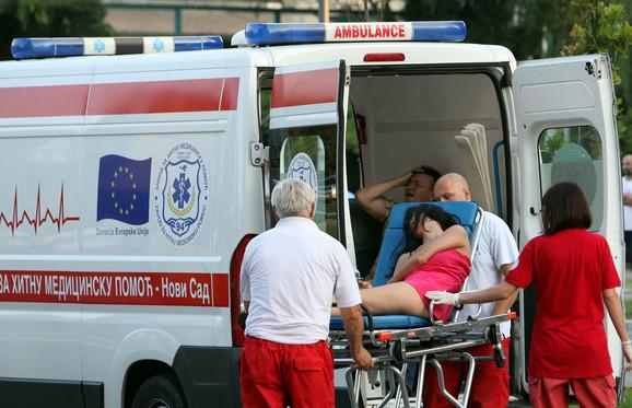Majku nastradalog dečaka odvozi hitna pomoć