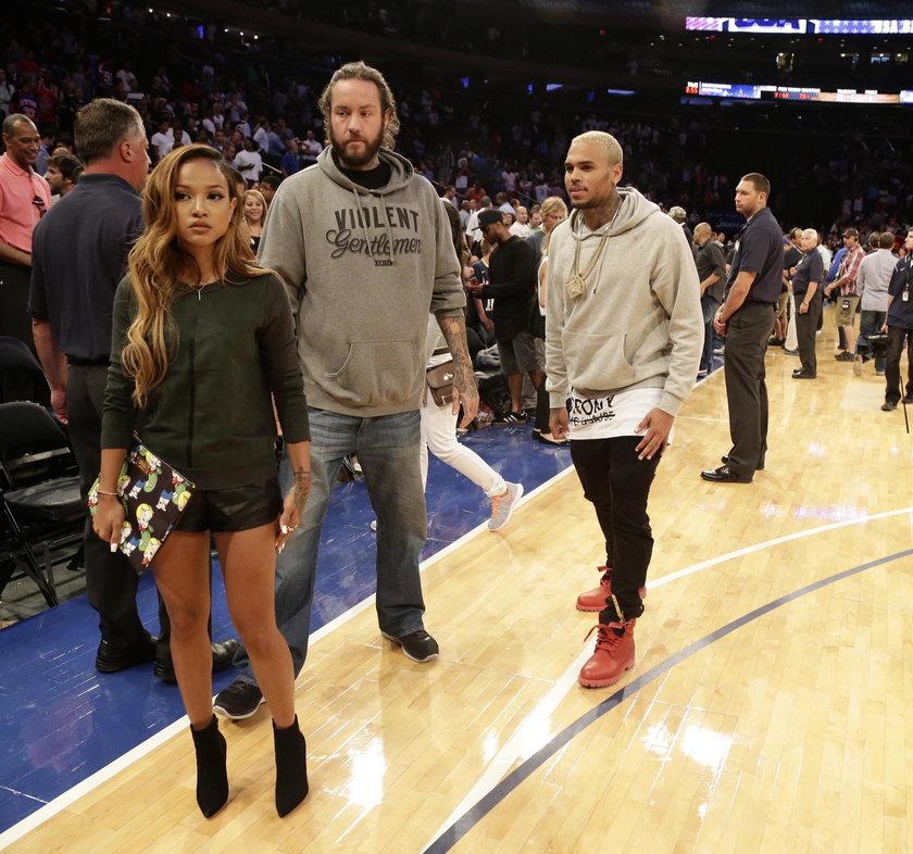 Która dziewczyna Chrisa Browna ładniejsza?