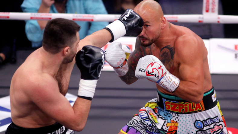 Polak Artur Szpilka (P) i Serhij Radczenko (L) z Ukrainy podczas gali bokserskiej KnockOut Boxing Night 10