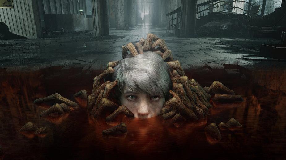 Marianna, główna bohaterka gry, żyje jednocześnie w świecie żywych i umarłych.