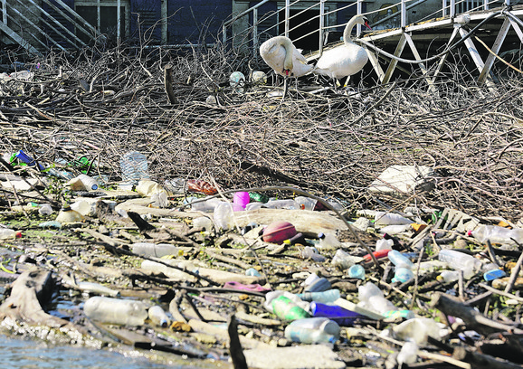 U vodi se nalaze u popriličnoj količini i hemikalije koje se koriste u proizvodnji plastike