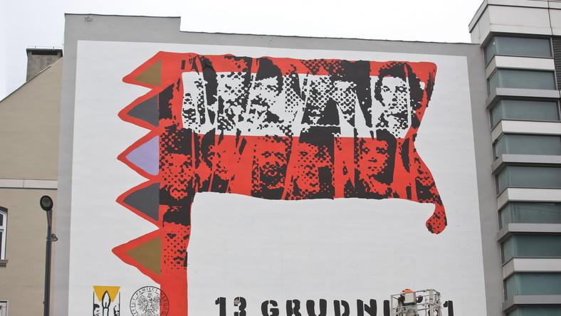 Okolicznościowy mural odsłonięty przed 34. rocznicą wprowadzenia stanu wojennego