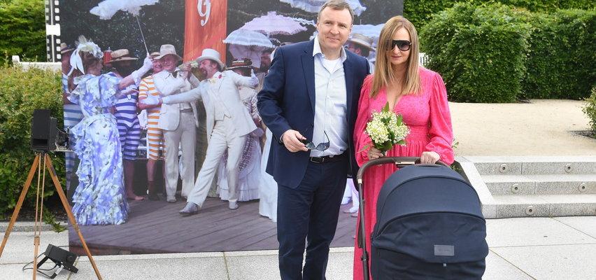 Jacek Kurski z żoną i dzieckiem na Majowym Święcie Kina Ocalonego od Zapomnienia