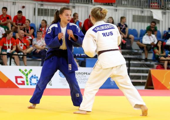 Ana Bjelić u borbi na EJOF-u